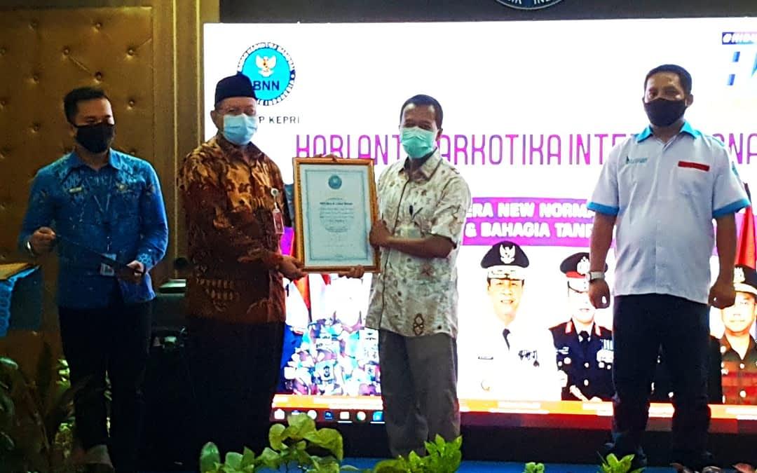 Bea Cukai Batam Menerima Penghargaan Atas Peran Aktif Dalam Upaya P4GN Dari BNNP Kepri